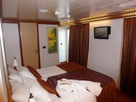 Carnival Dream cabin 6477 - Bed and TV
