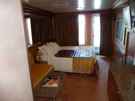 Carnival Ecstasy cabin V27 - Stateroom bed