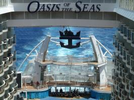 Royal Caribbean Oasis of the Seas - Aqua Theater / Wake